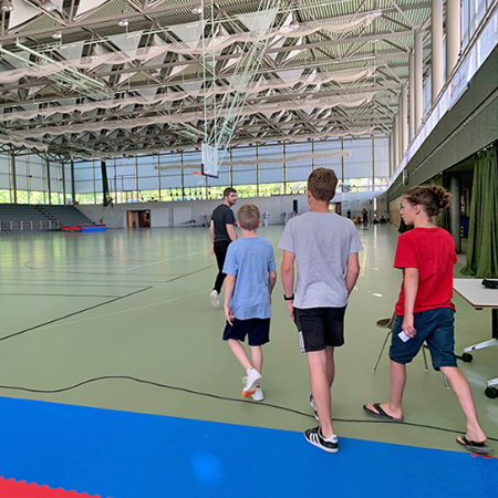 Kids in der Turnhalle