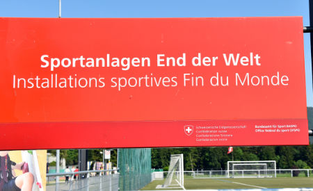 Schild Sportanlagen End der Welt